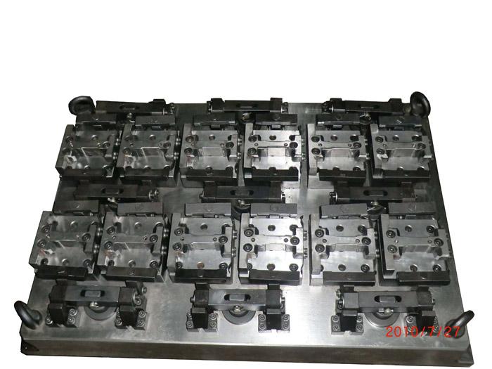 产品说明: 连杆液压夹具:用于铣镗汽车零部件连杆,夹具采用多工位设计